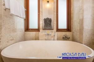 Villa Lidwina Bathrooms-9070 low res