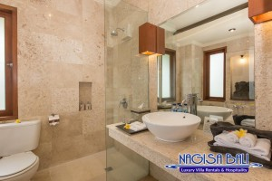 Villa Lidwina Bathrooms-9073 low res