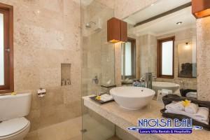 Villa Lidwina Bathrooms-9073 low res